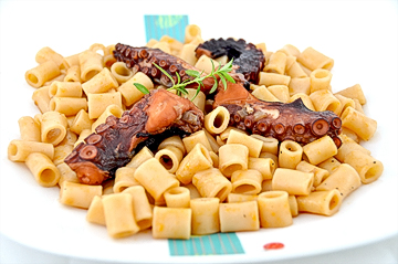 Octopus with pasta for 6 people